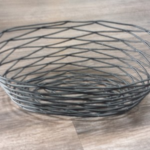 Wire breadbasket